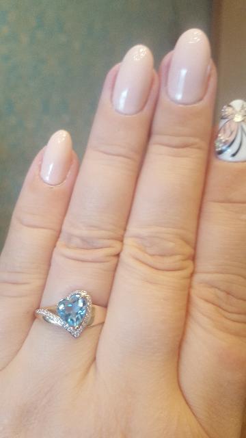 Кольцо с камнем в виде сердечка