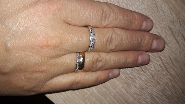 Красивое кольцо из белого золота