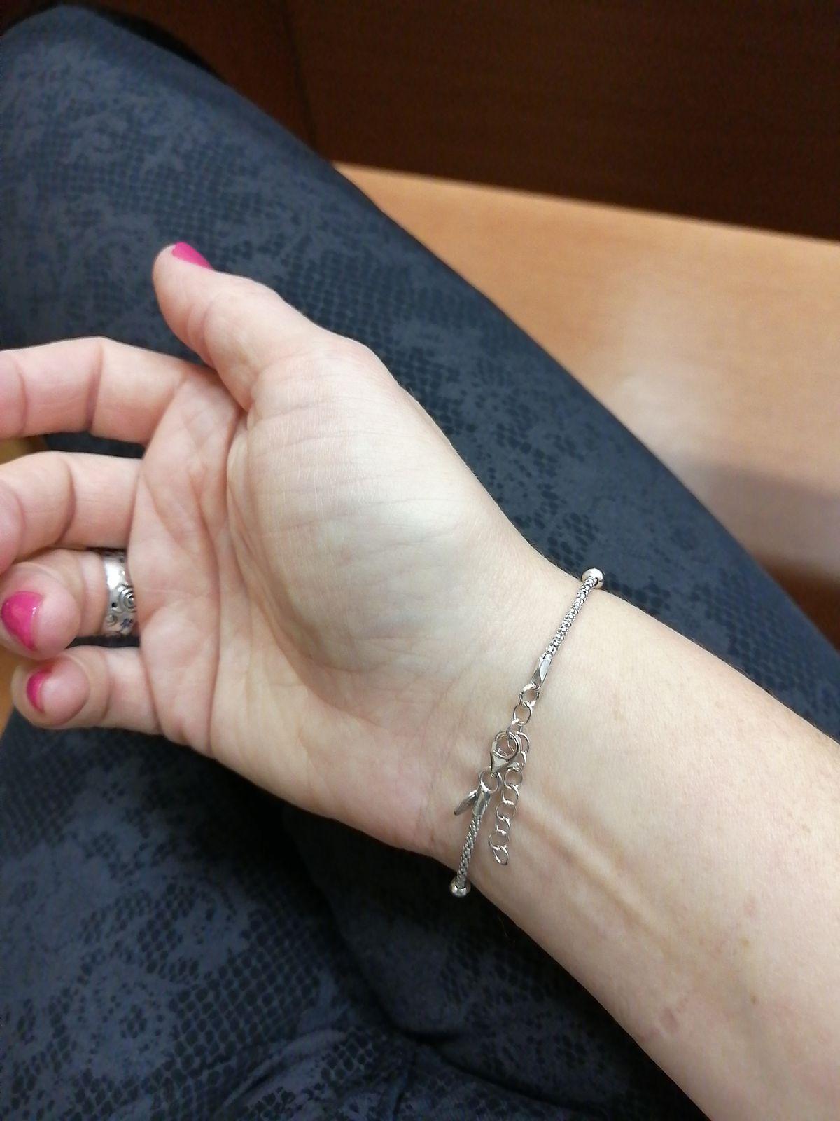 Очень лёгкий, нежный и сияющий браслет!