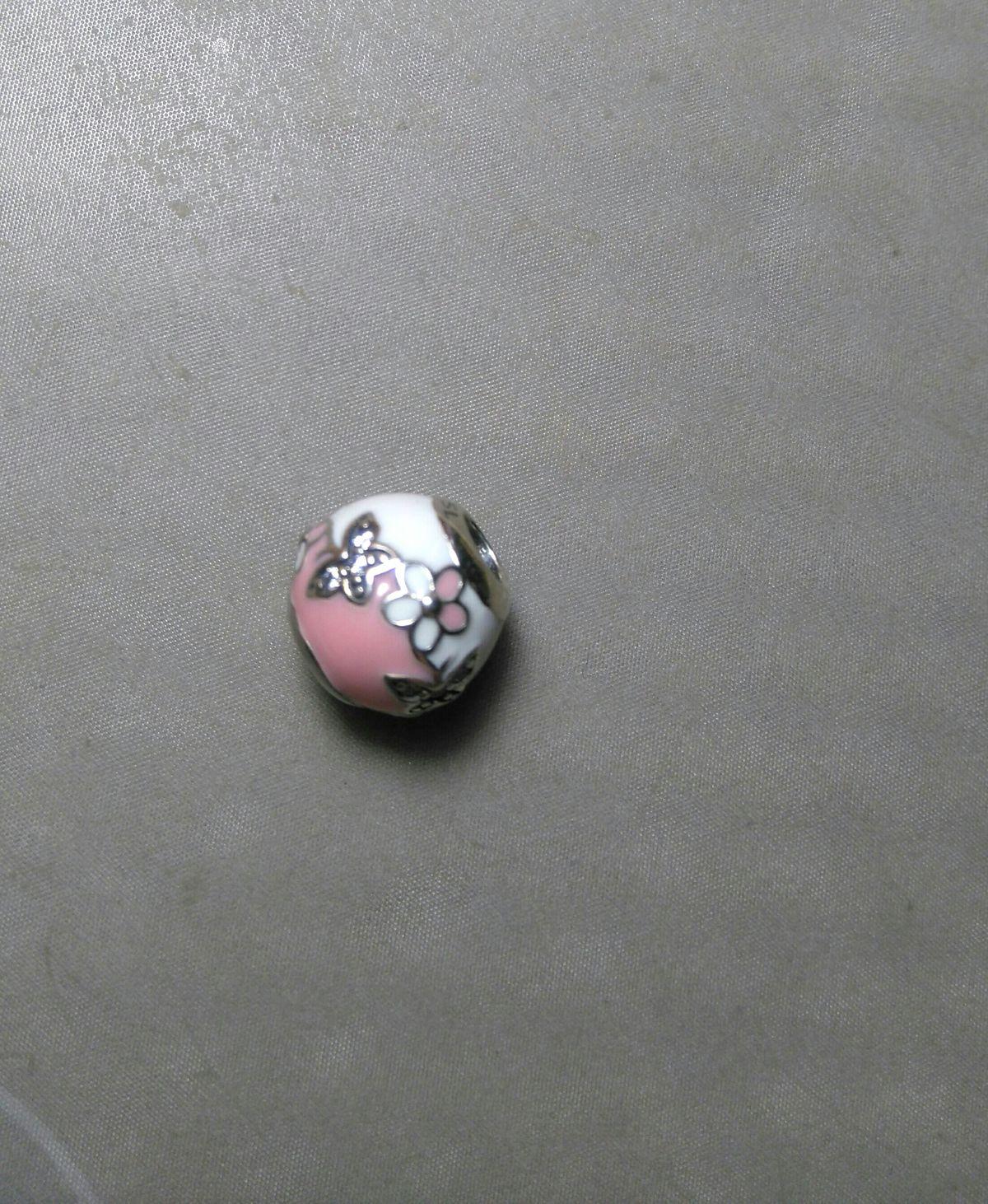 Подвеска эмалевая бело-розовая принт бабочки с цветами