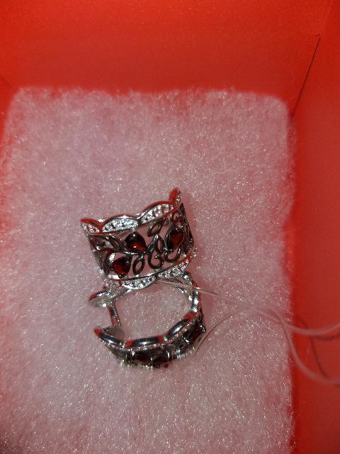Серьги из серебра с темным янтарем.