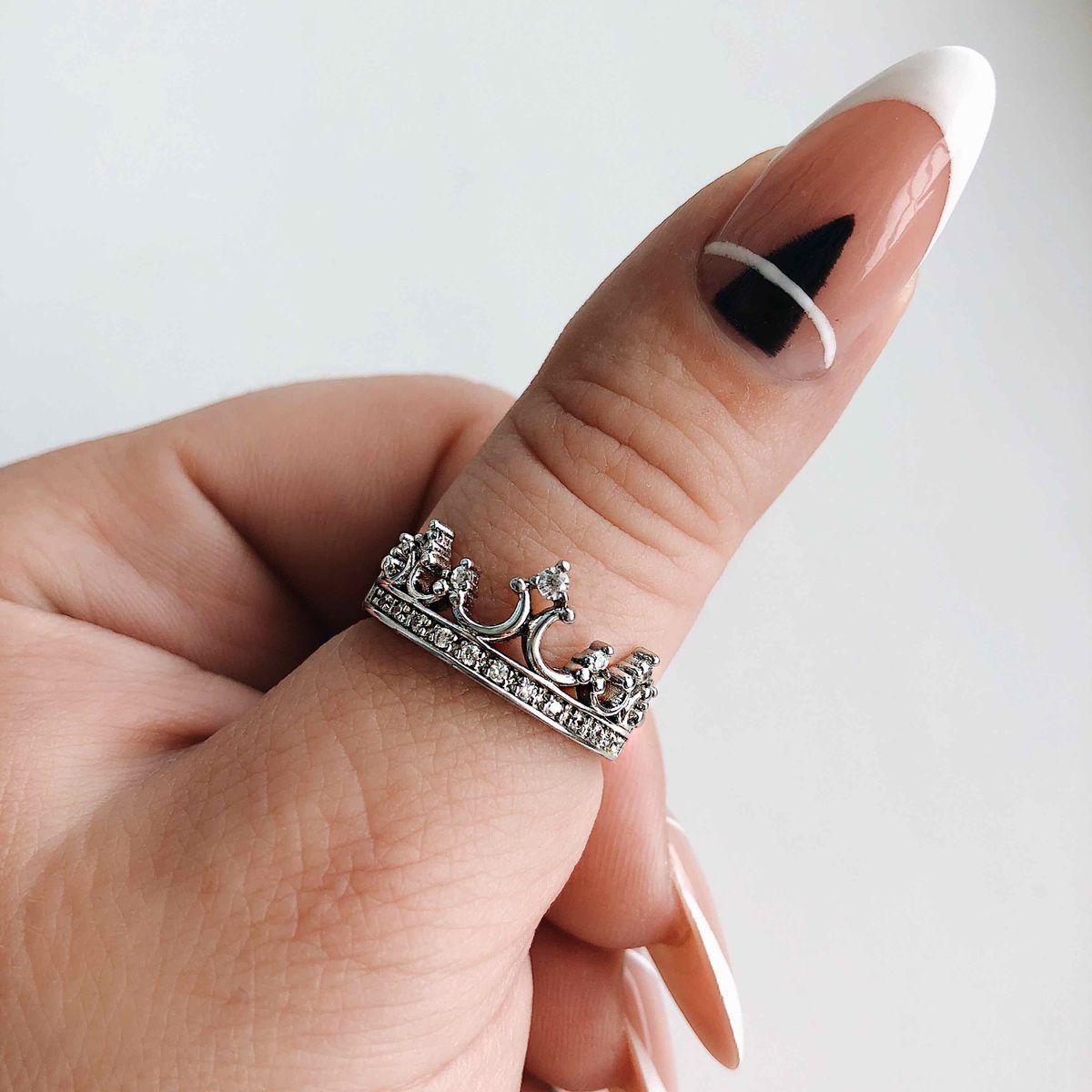 «Корона для королевы»,именно так ассоциируется у меня это кольцо.