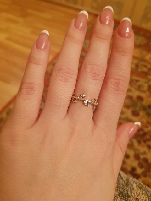 Отличный аксессуар на каждый день . Очень милое, утонченное кольцо.