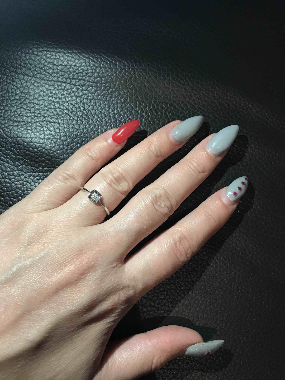 Кольцо с бриллиантом изысканное, утонченное, ювелирное изделие в белом золоте