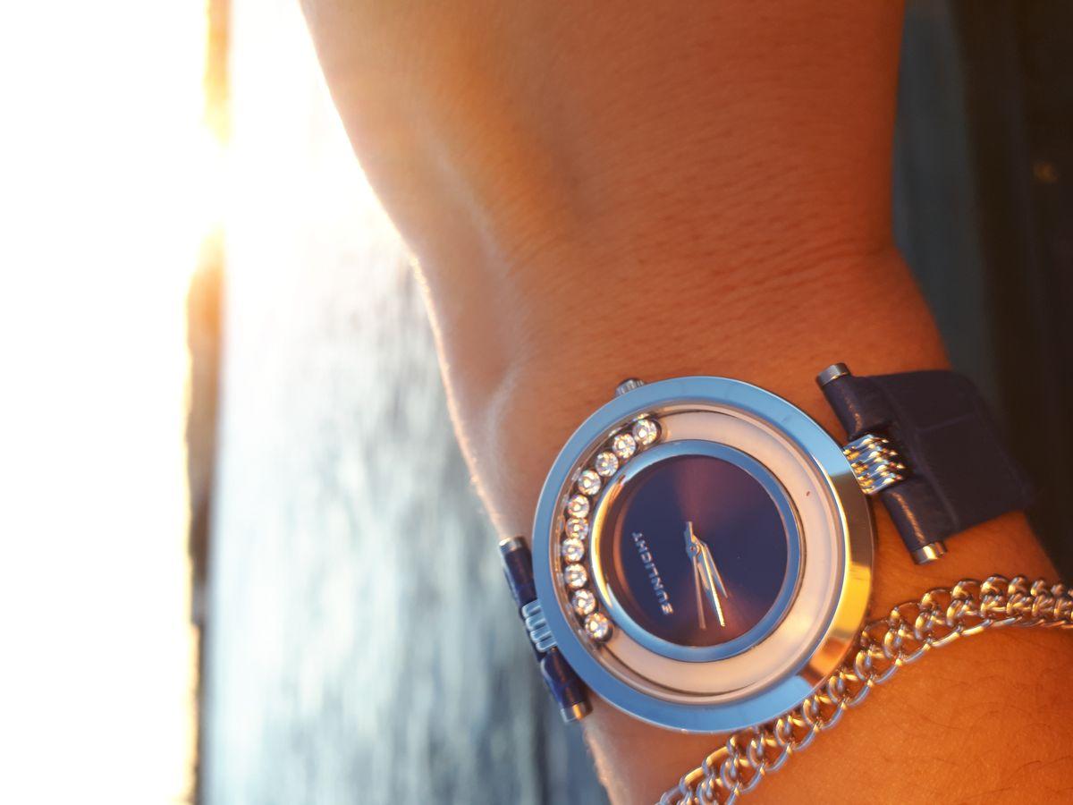Эти часы выбирала под новое платье, они очень стильные и отлично смотрятся
