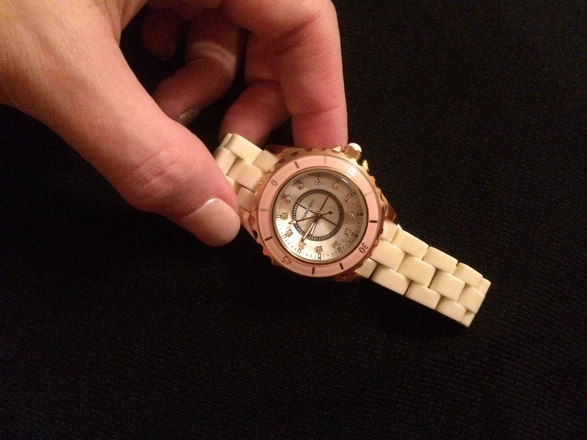 Яркие, но нежные часы.