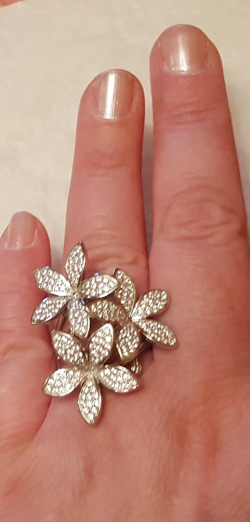Крупное яркое кольцо для молодёжи