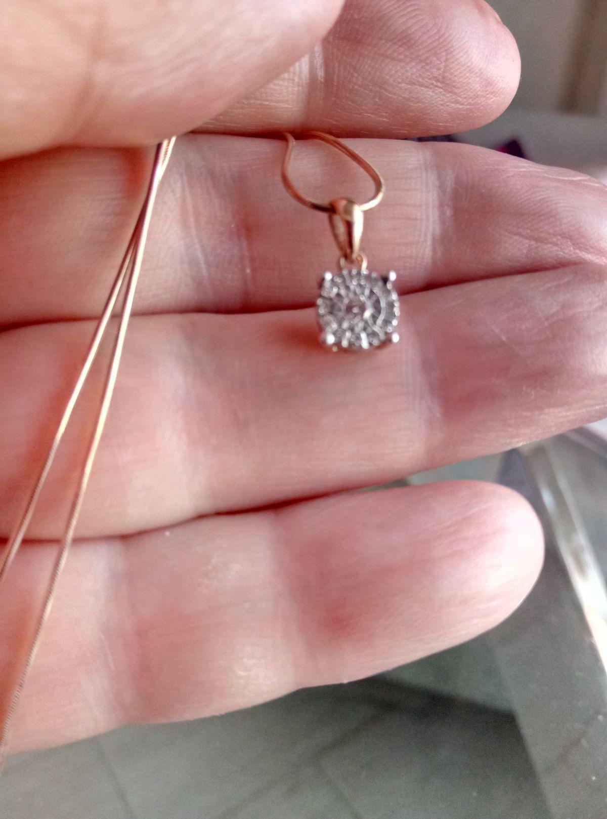 Маленький, бриллиантовый кулончик
