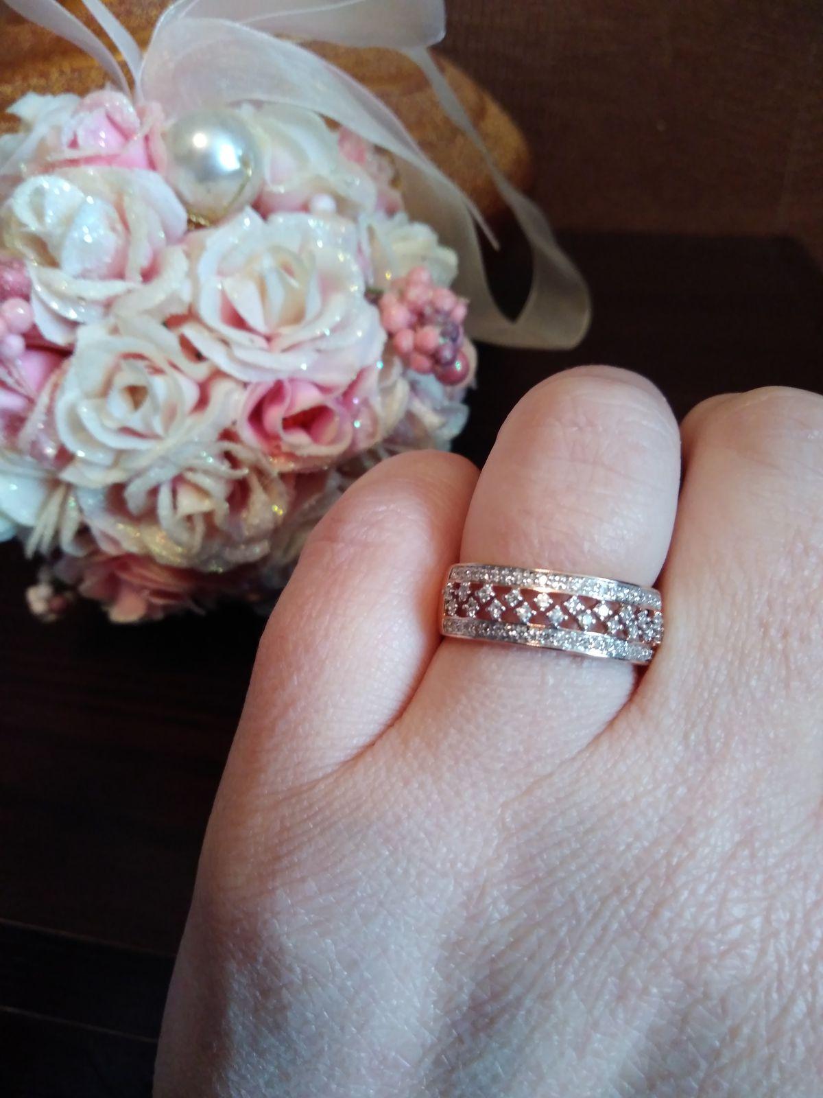 Кольцо из розового золота с бриллиантами