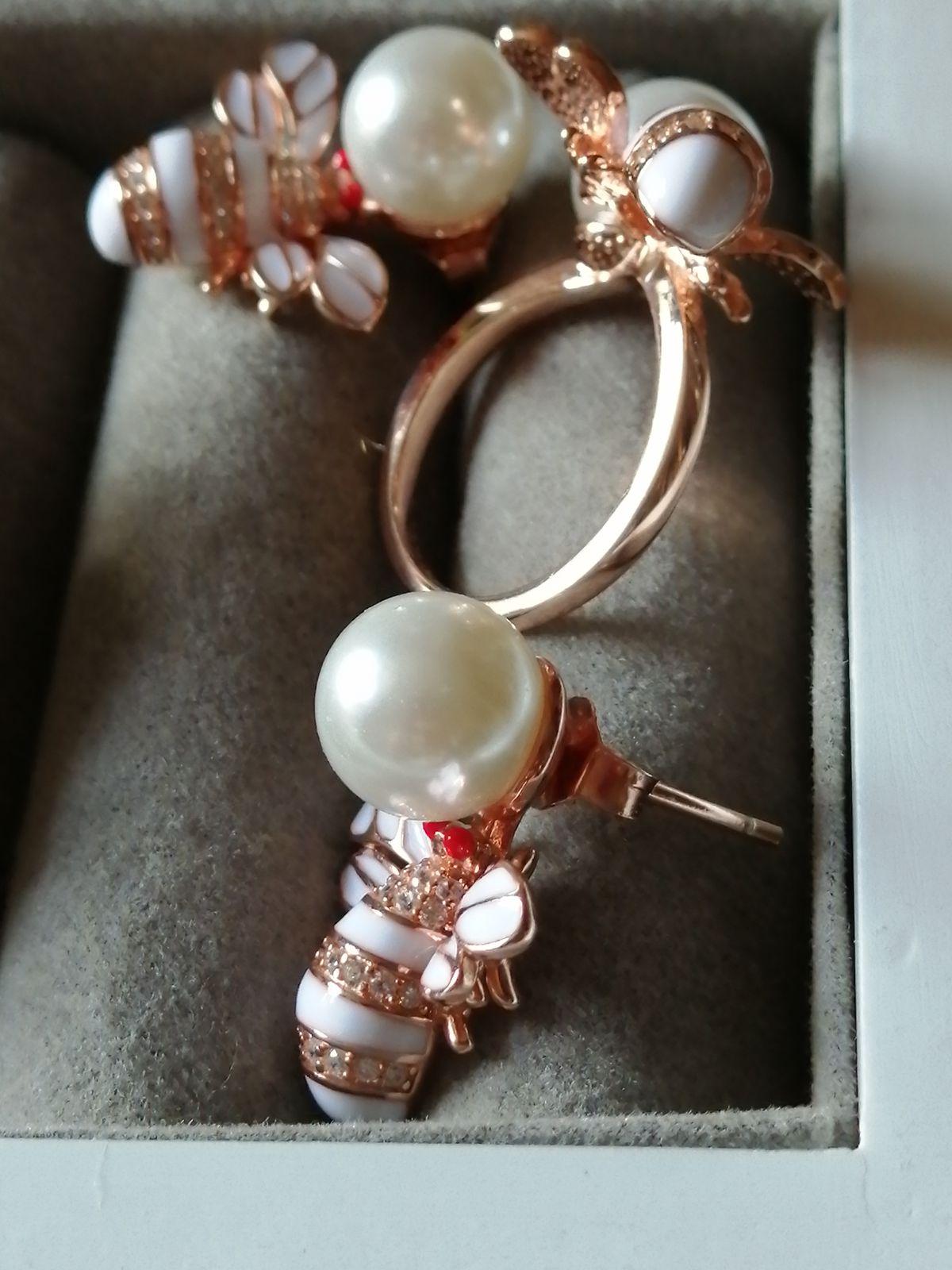 Очаровательное кольцо с мухой