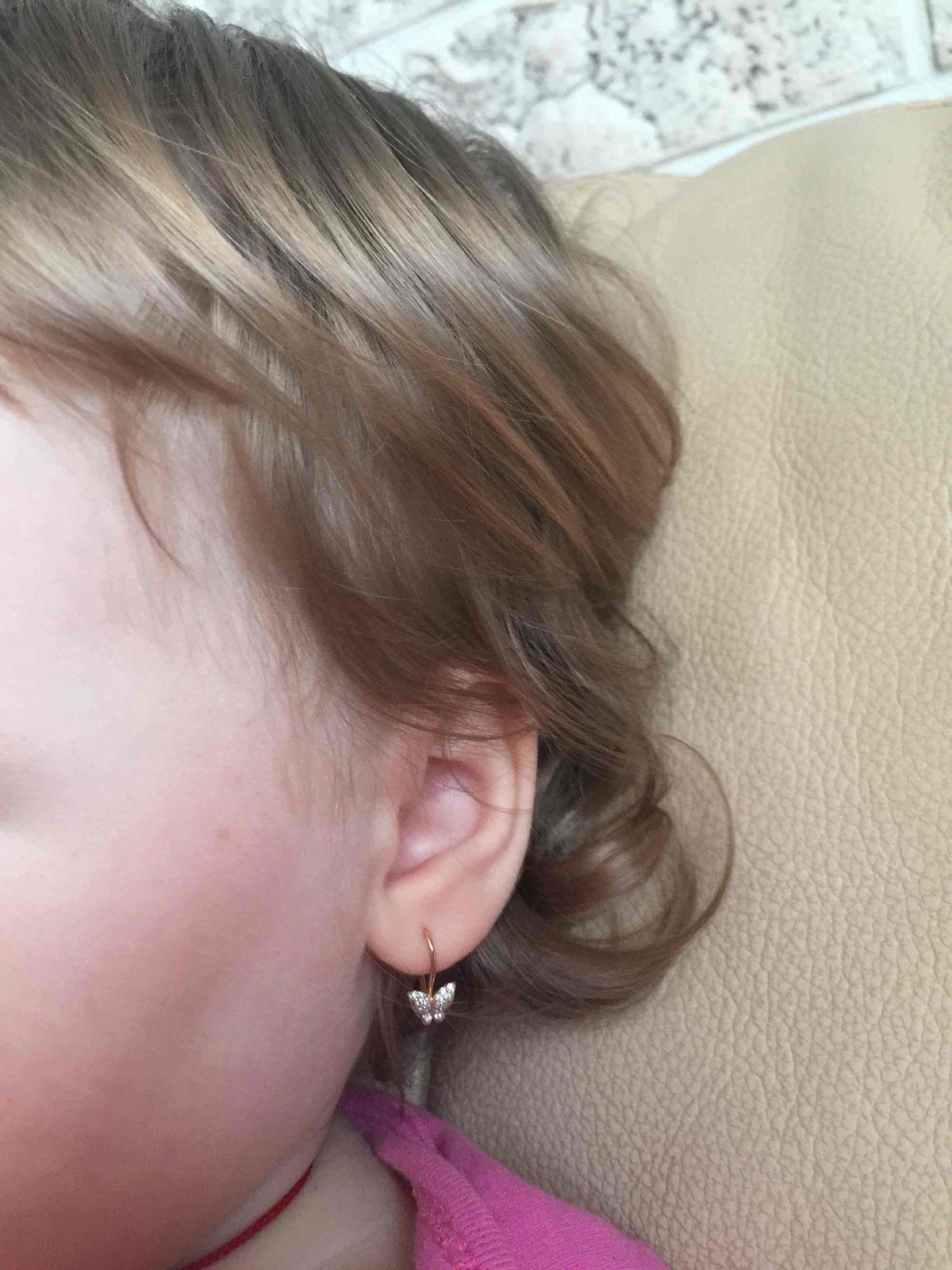 Купила дочке первые сережки