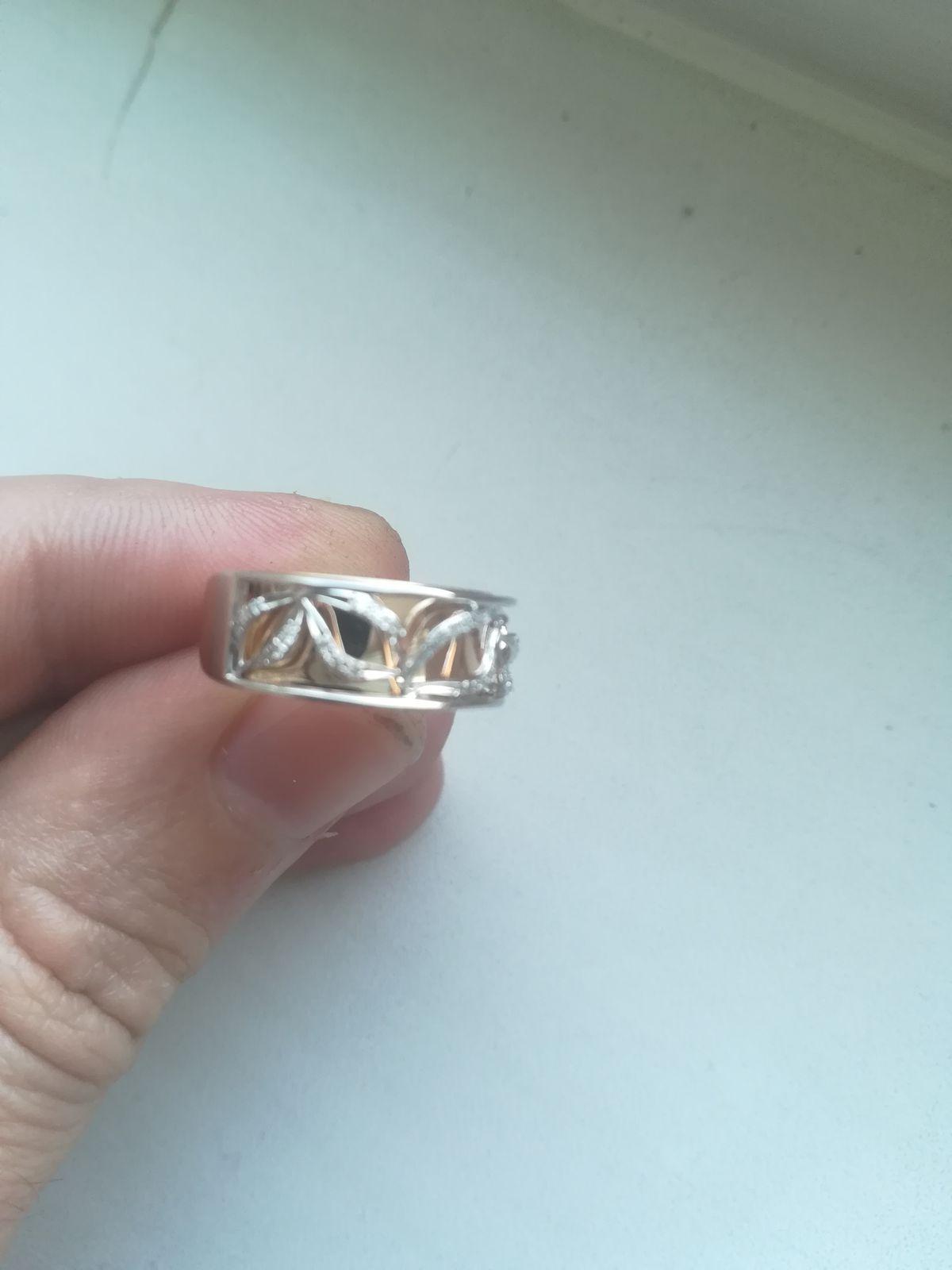 Покупка кольца с бриллиантами.
