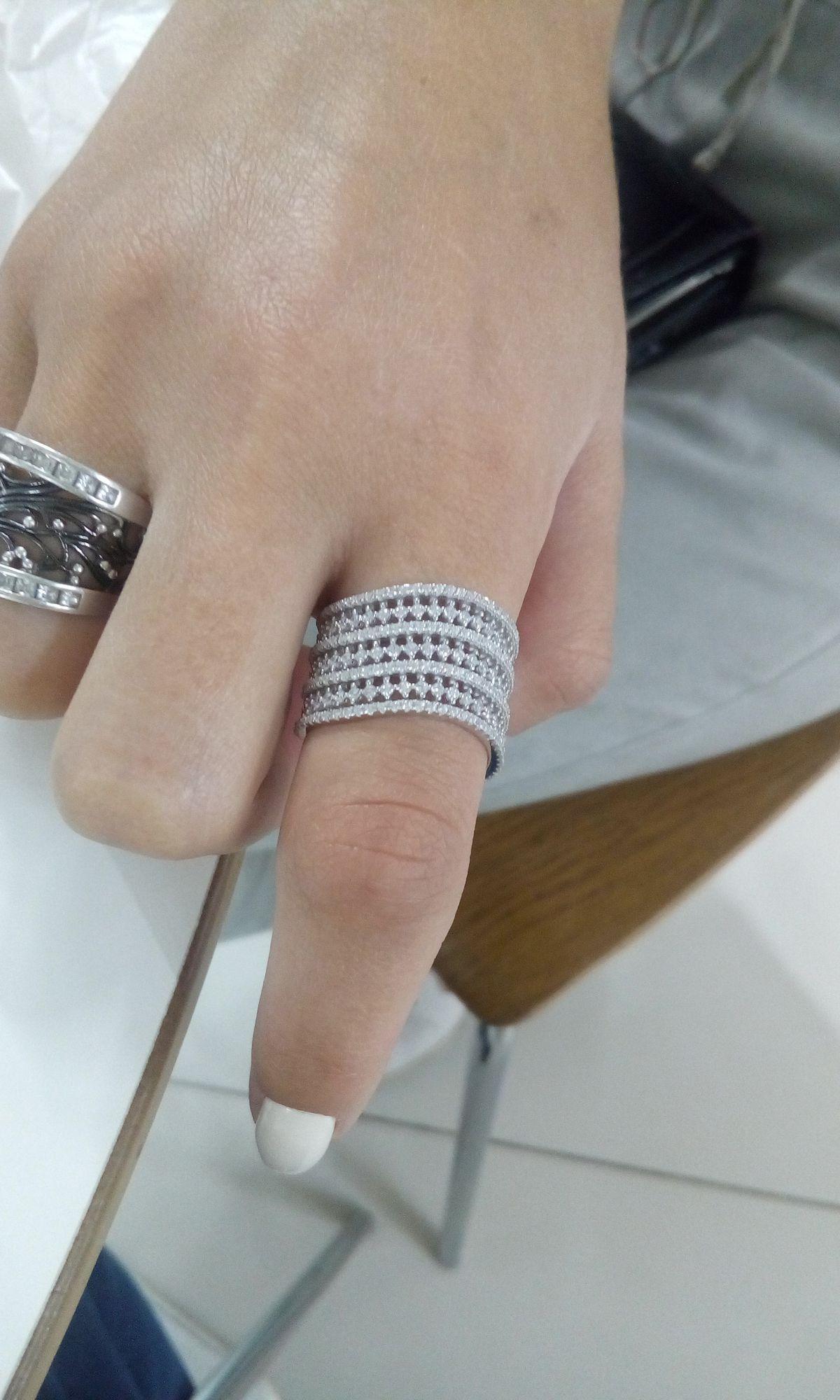 Кольцо с дорожкам из фианитов в серебре