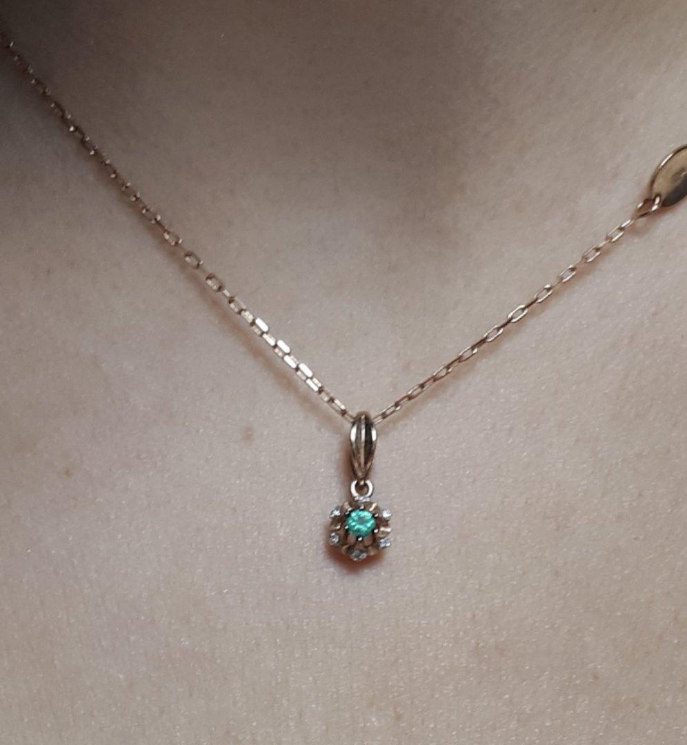 Золотая подвеска с изумрудом и бриллиантами