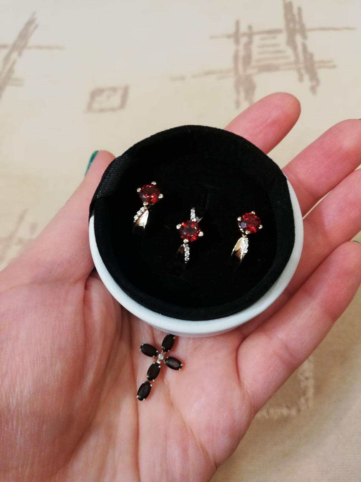 Комплект из сережек, кольца и крестика