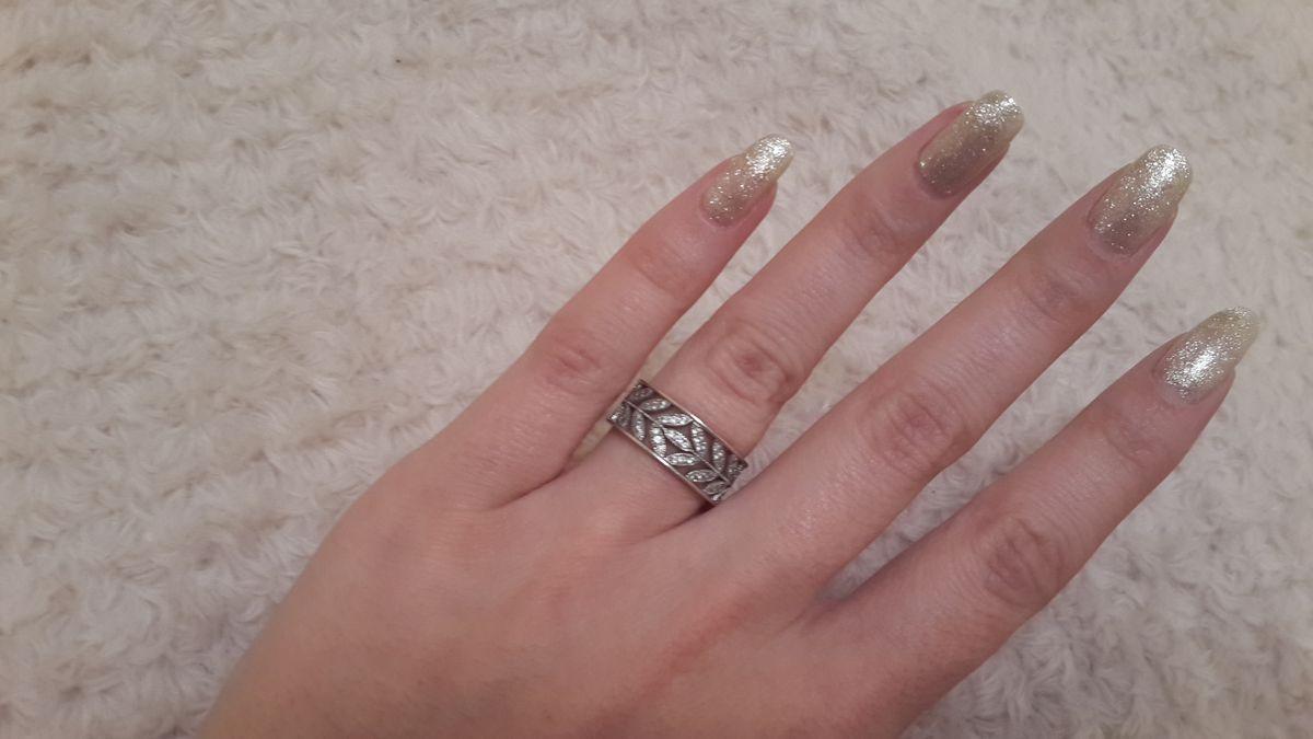 Серебрянное колечко с фианитами.