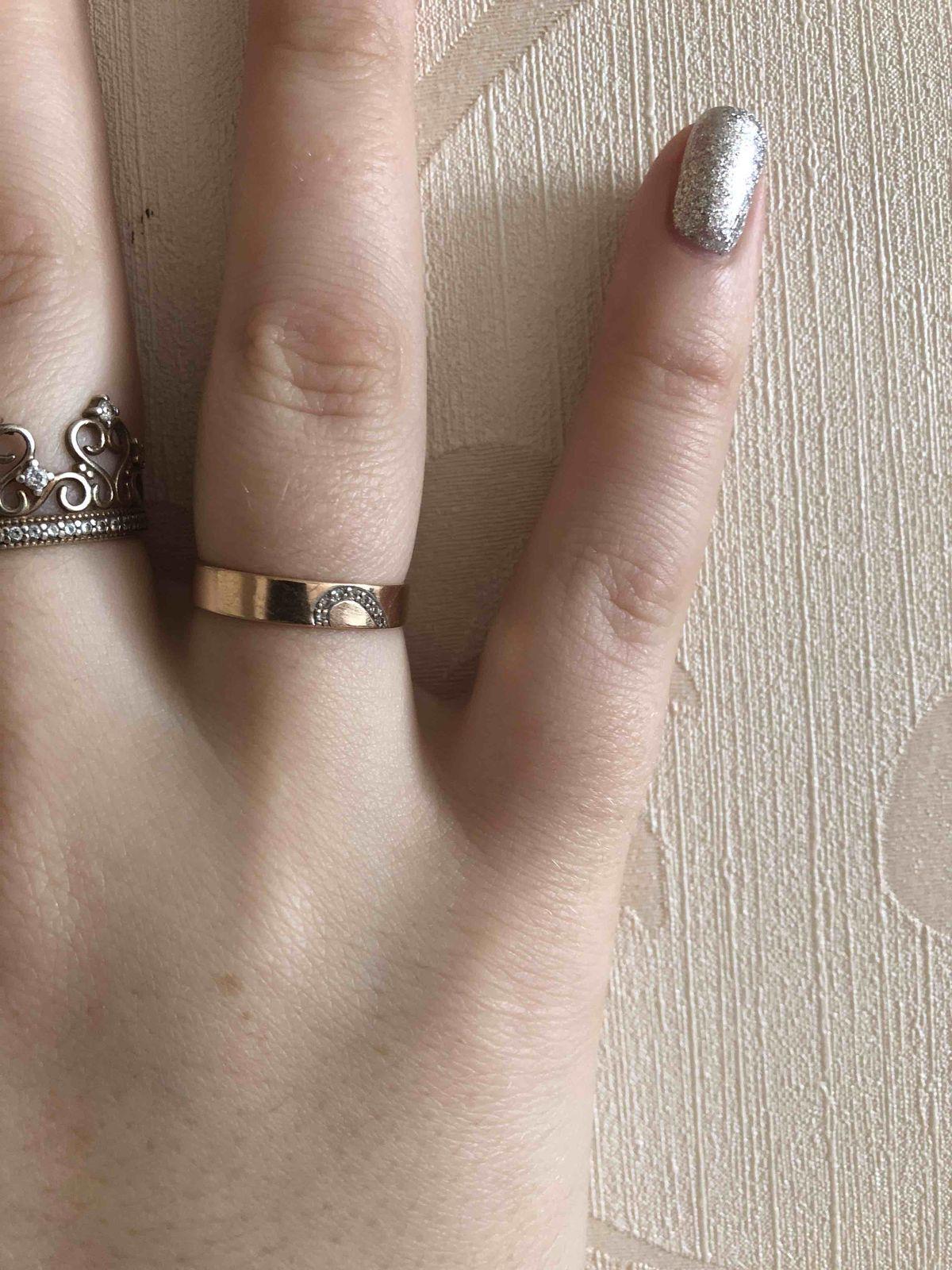 Золотое кольцо с вставками из фианитов