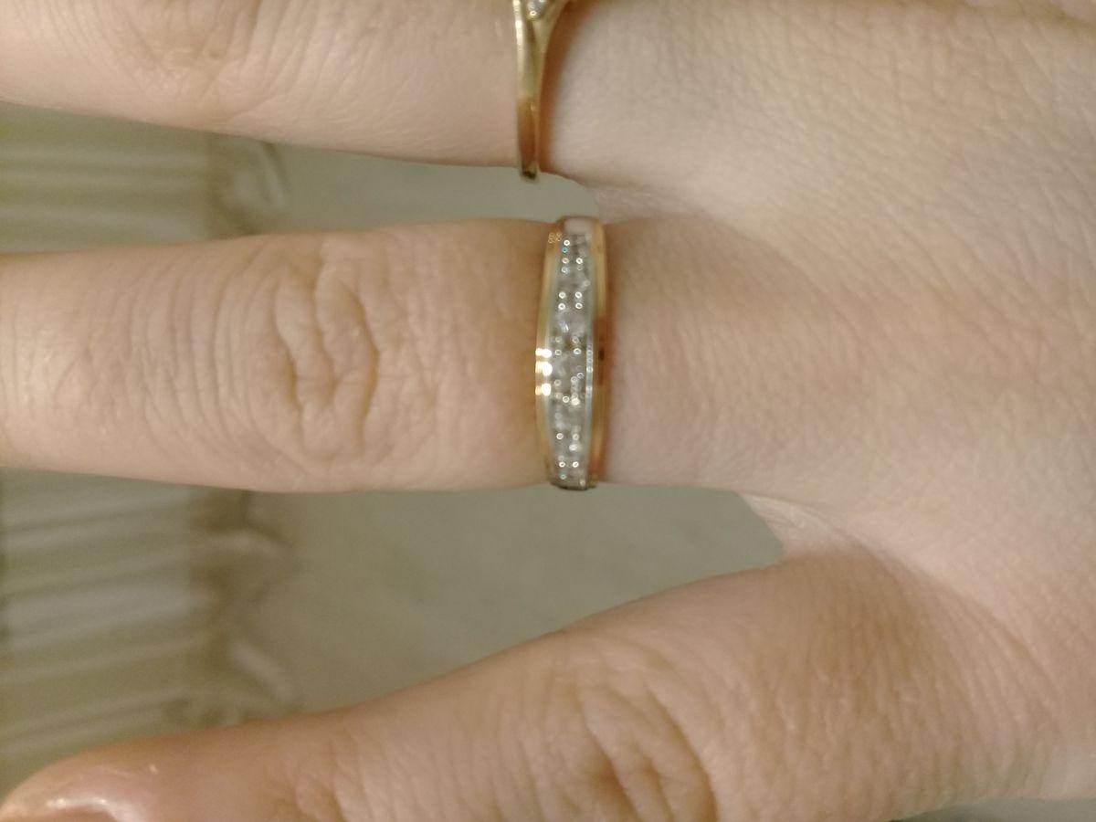 Милое кольцо с фианитами.
