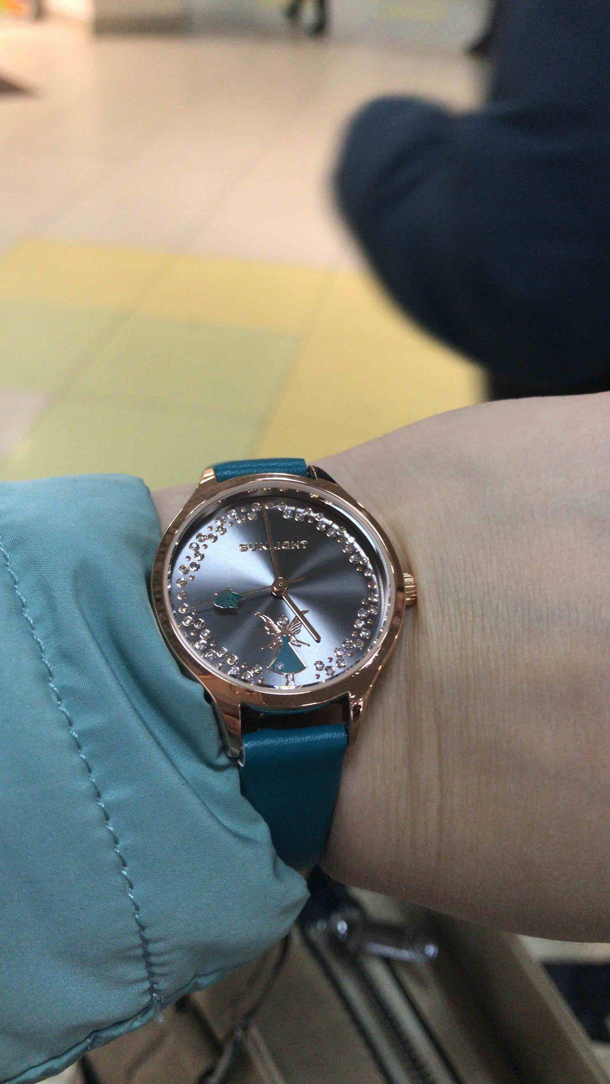 Часики просто прелесть! мой любимый цвет ремешка, очень удобные!