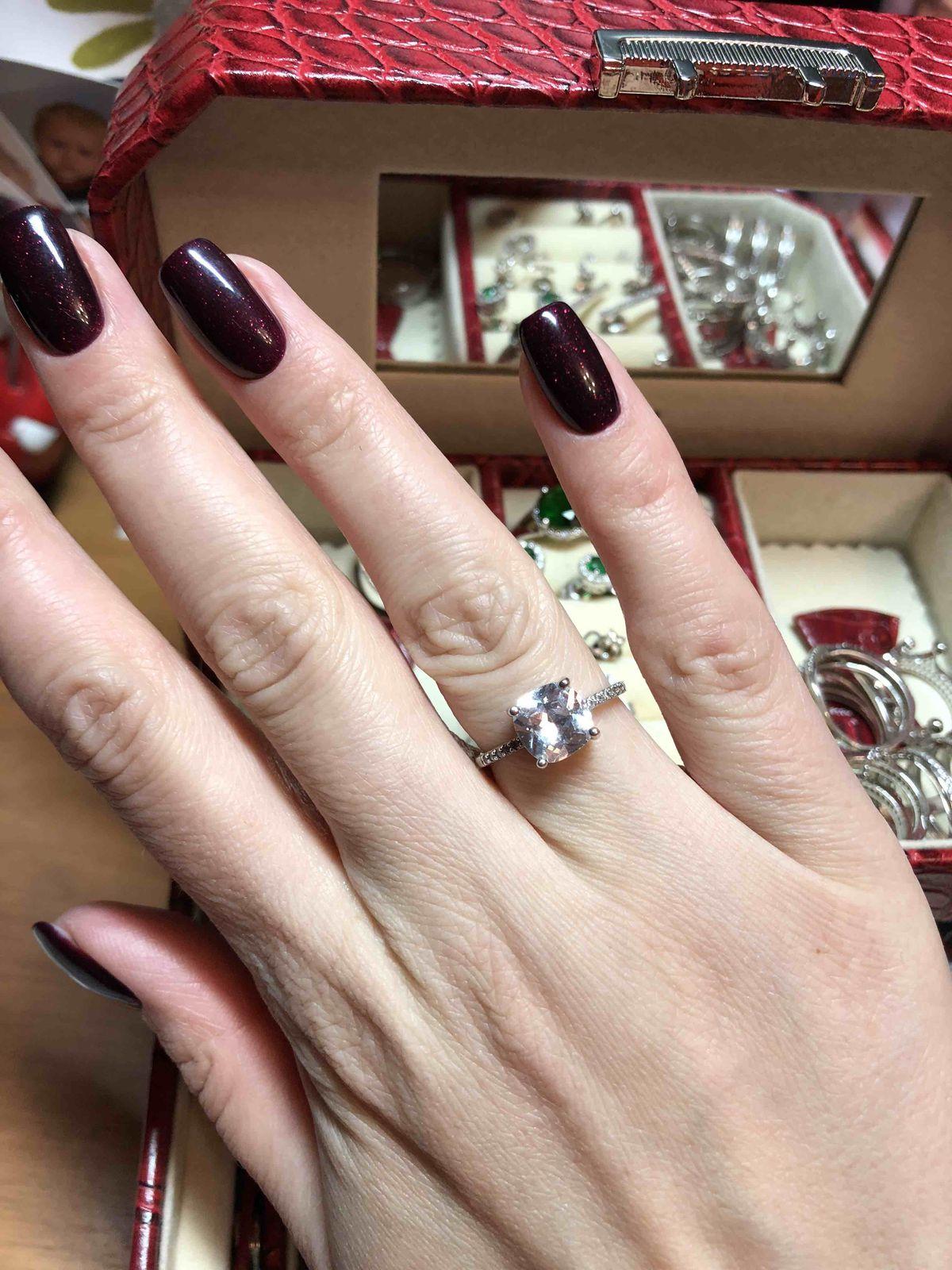 Прекрасное серебряное кольцо с фианитом