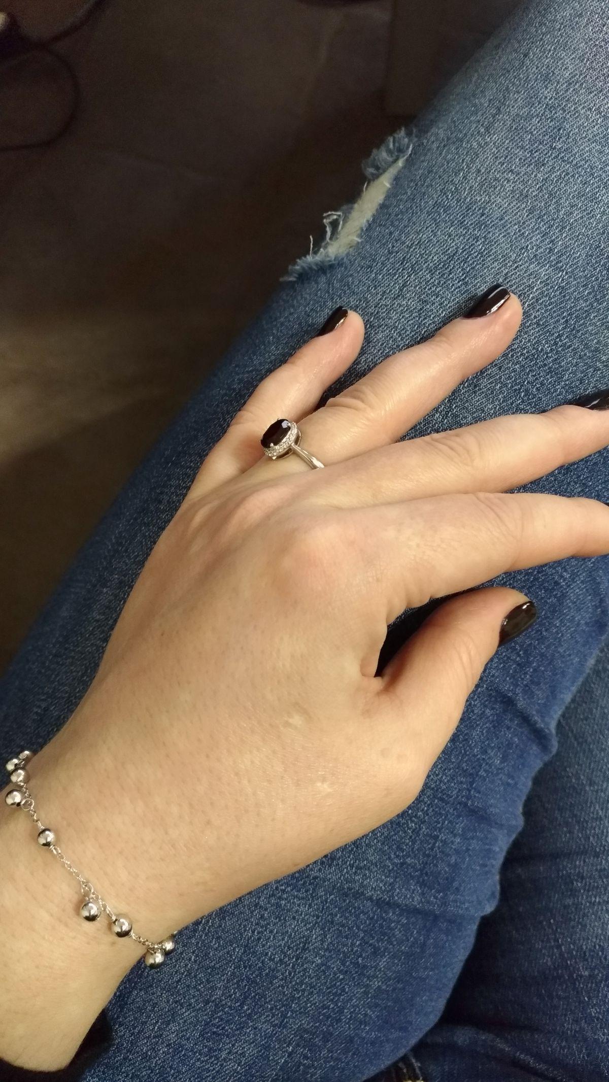 Серебряное кольцо с гранатом и фианитами