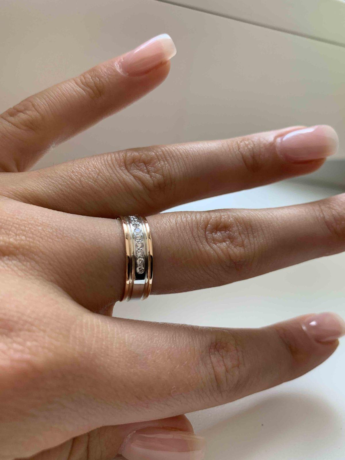 Обручальное кольцо с бриллиатами