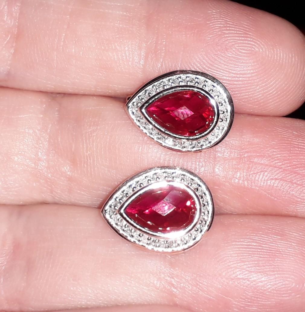 Серьги с рубинами в бриллиантовом обрамлении
