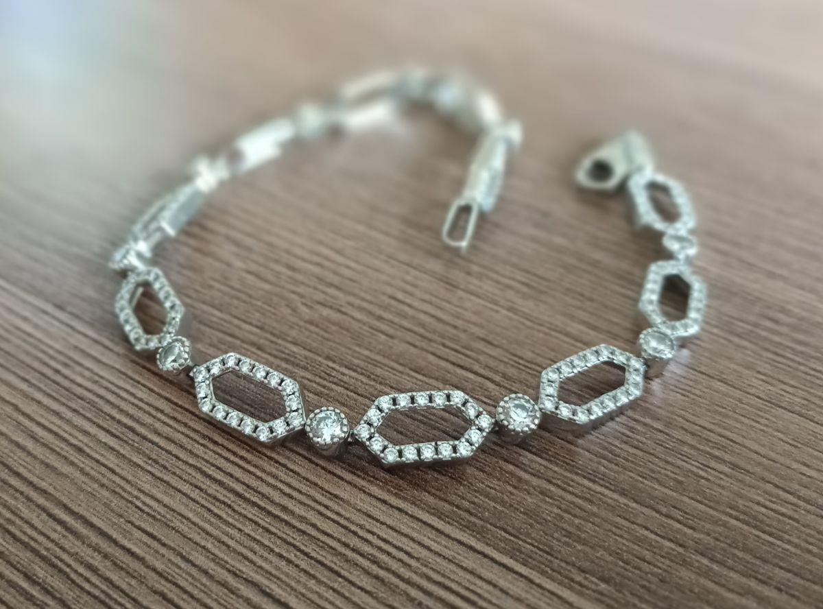 Красивый, практичный браслет