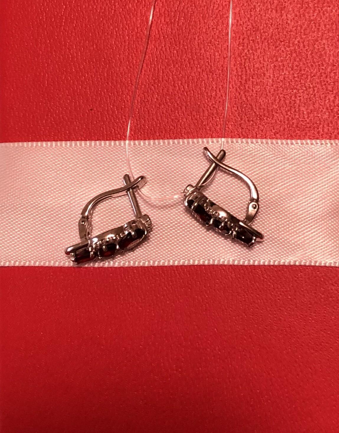 Серебряные серьги с фианитами и гранатом
