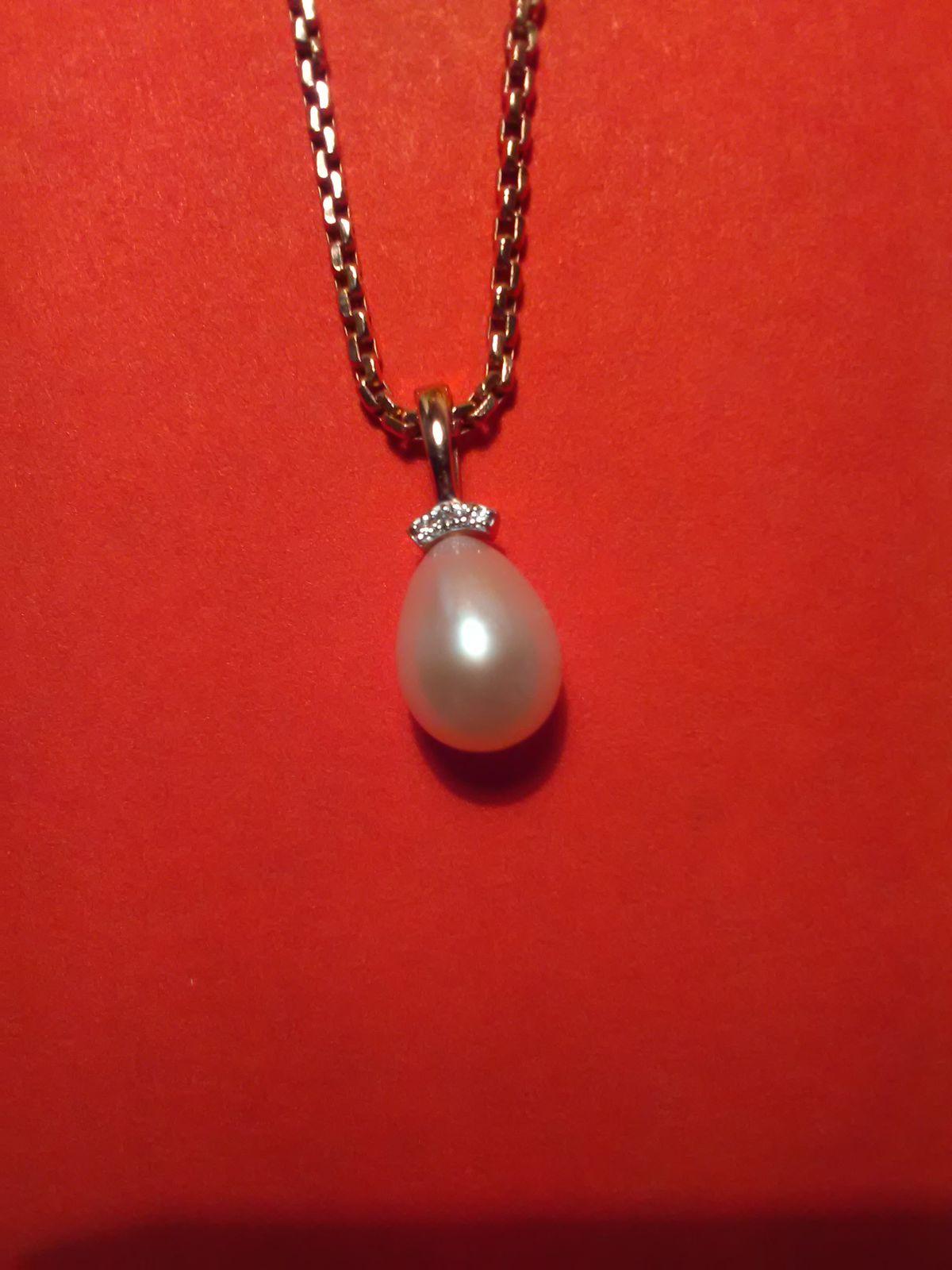 Золотая подвеска с жемчугом и бриллиантами. Коллекция: Одри.