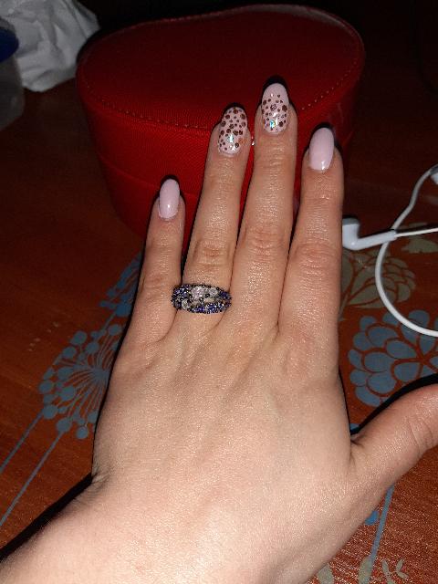 Отличное кольцо. ношу постоянно , не снимаю его . не темнеет. очень хорошее