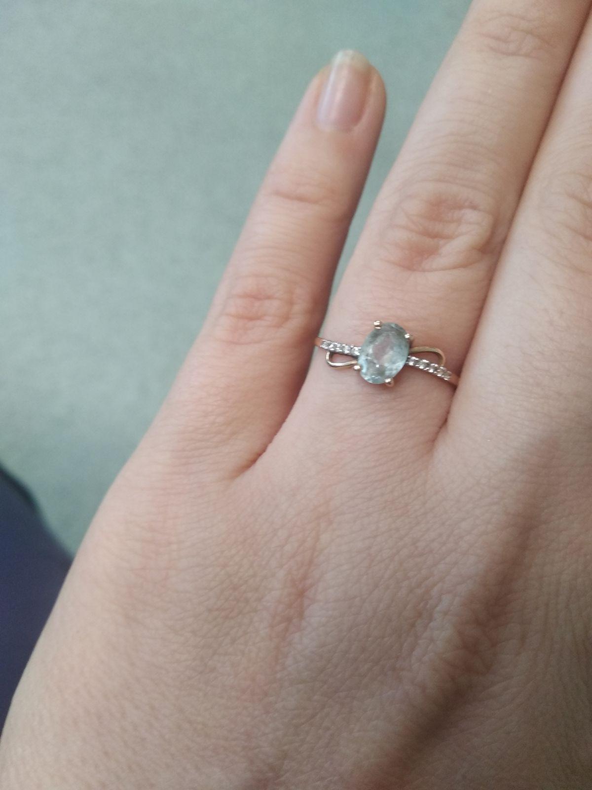 Золотое кольцо с топазами.
