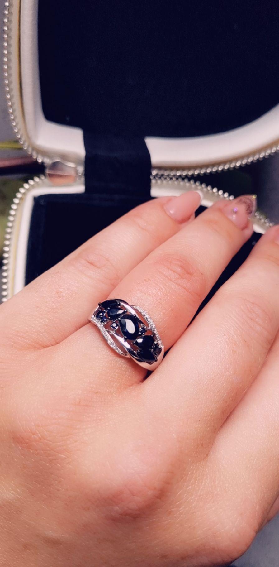 Кольцо в белом золоте с сапфирами- эффектное сочетание!!!
