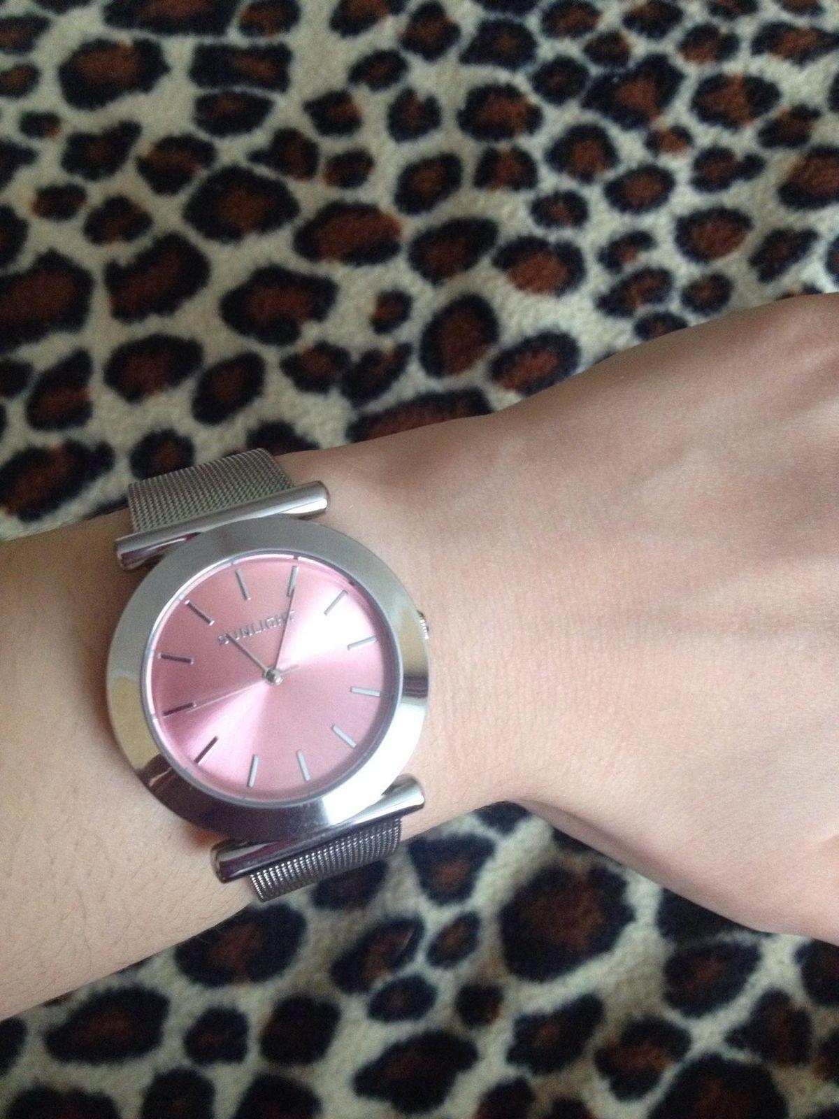 Очень довольна покупкой, часы изящные, аккуратные, по привлекательной цене