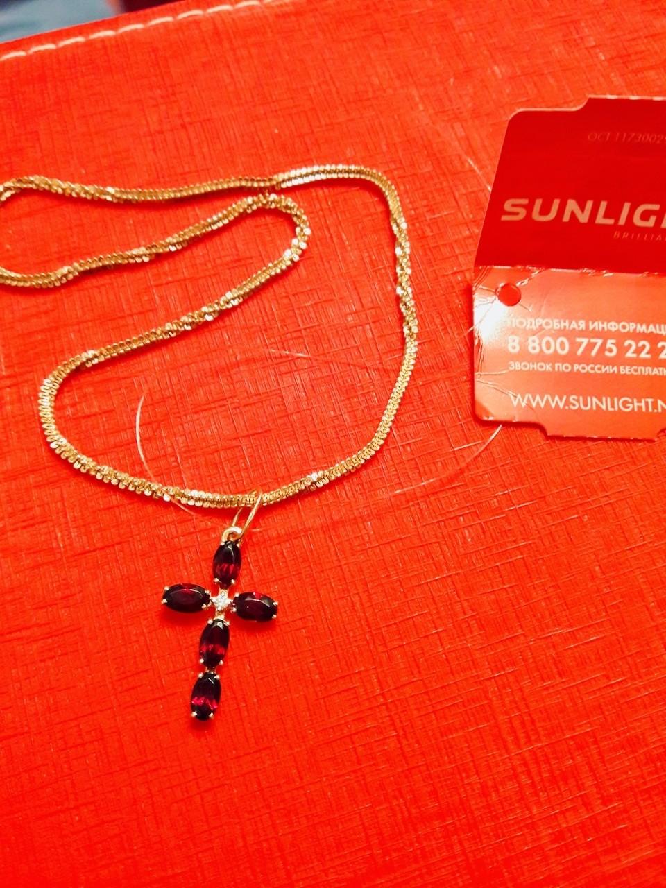 Лаконичный крест для кареглазок