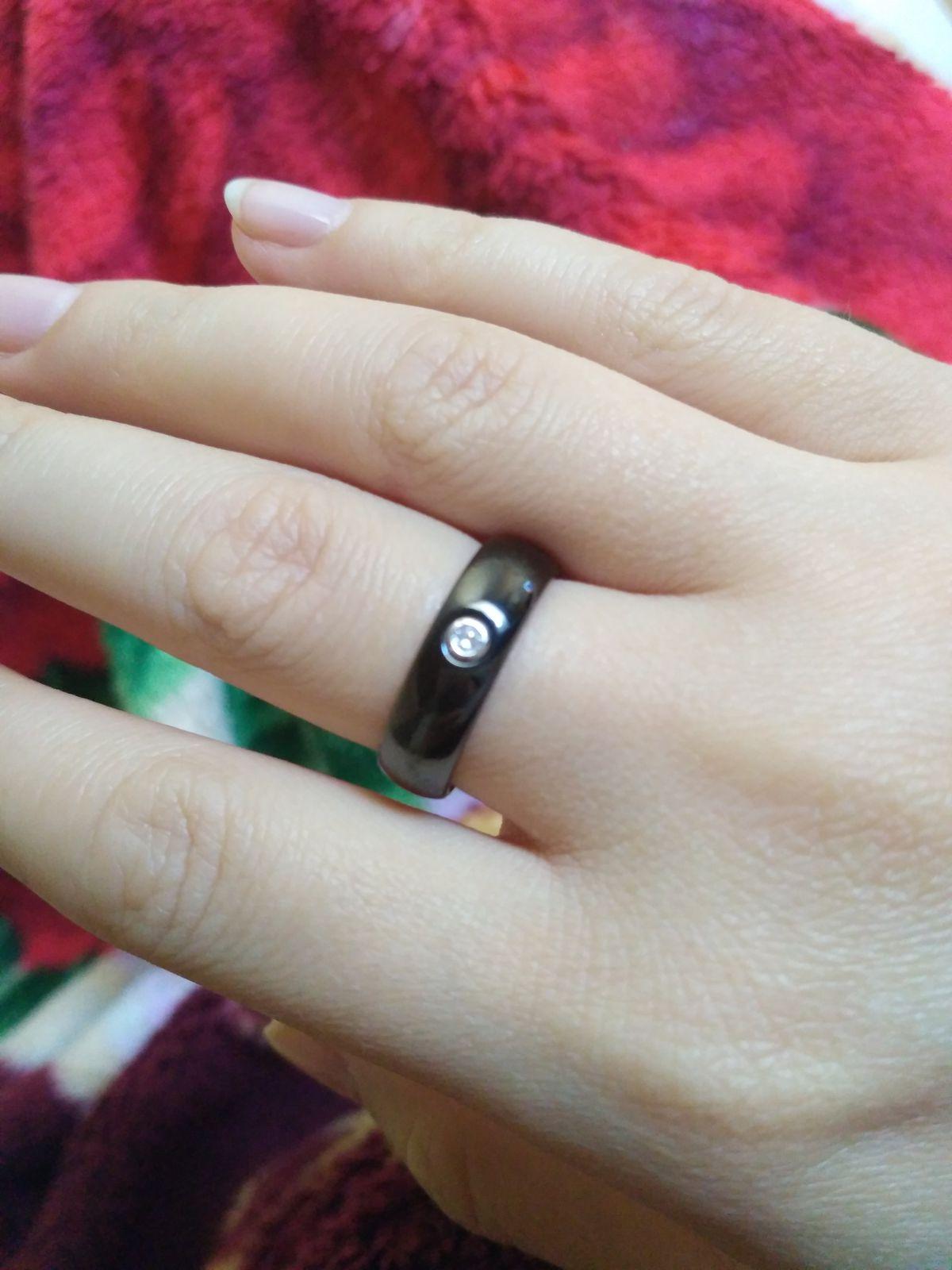 Кольцо из керамики с фианитом