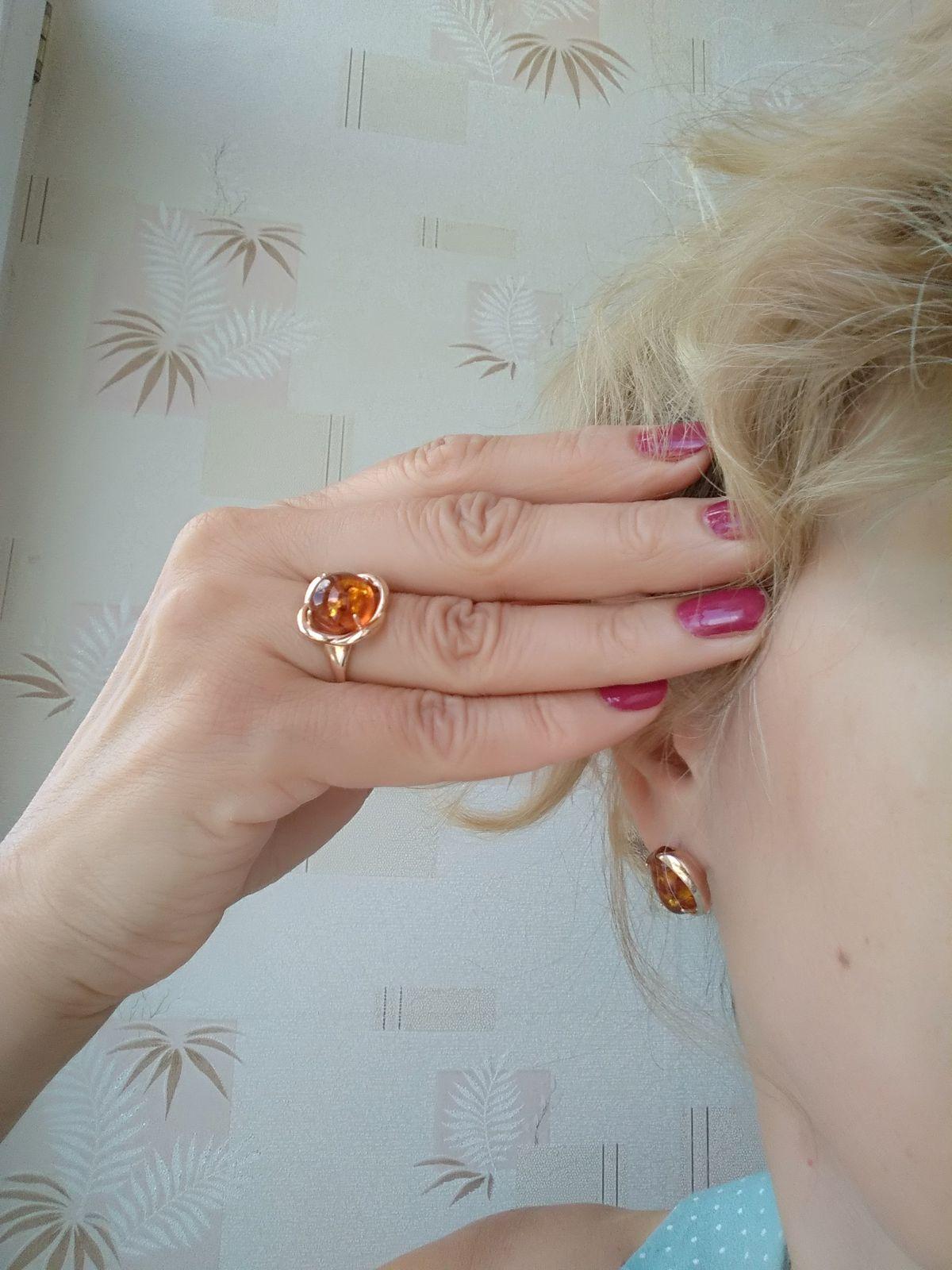 Серебряное кольцо с искусственным янтарем