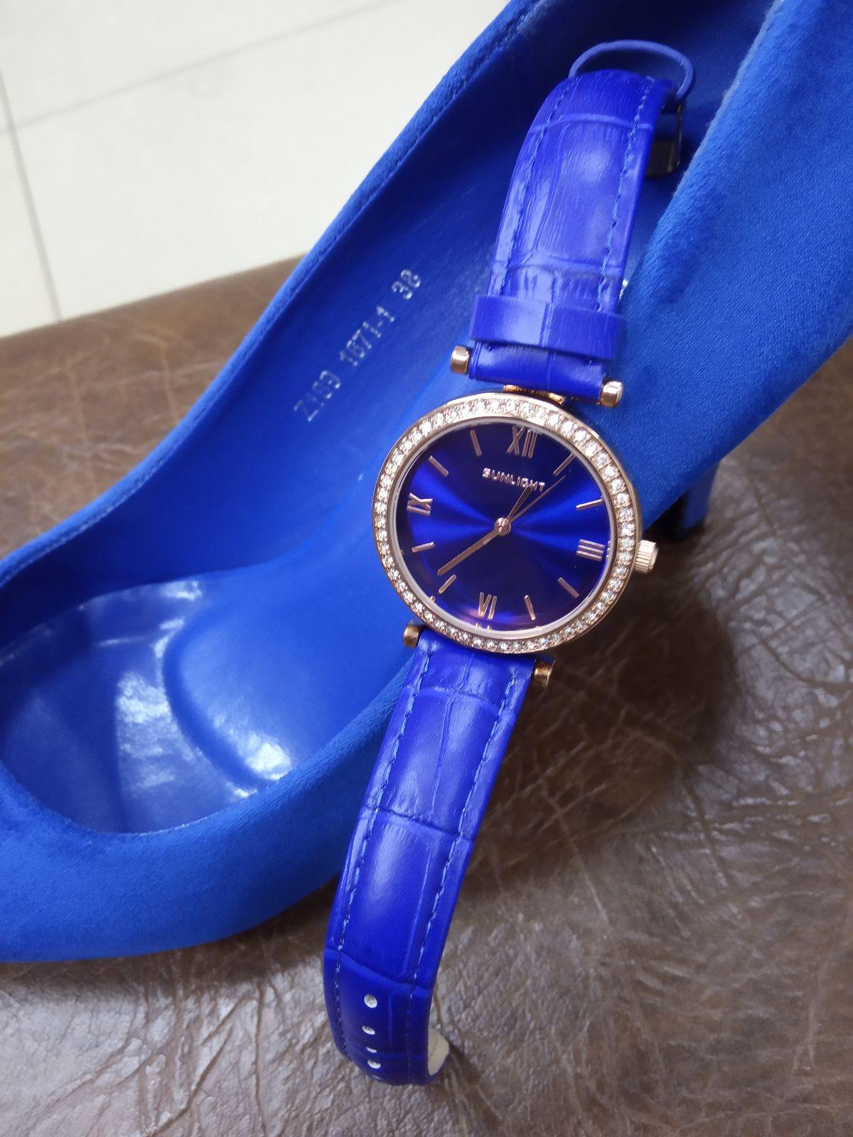 Часы синий- электрик.