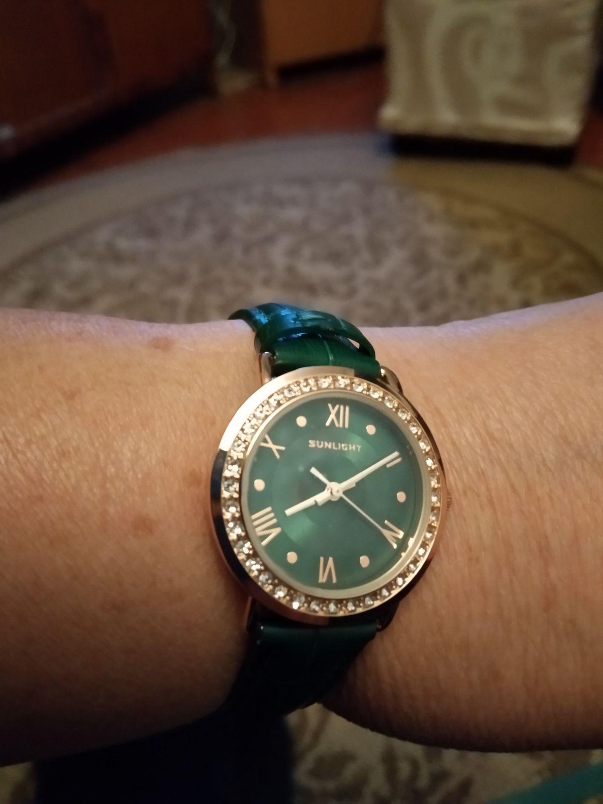 Женские часы.