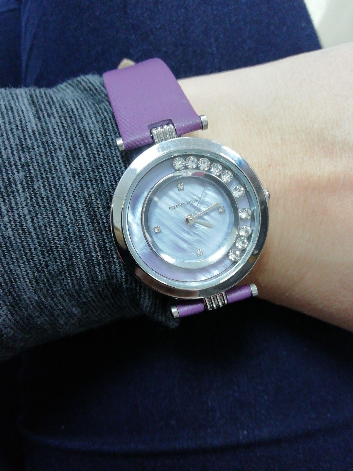 Часы с кристаллами с лиловым ремешком
